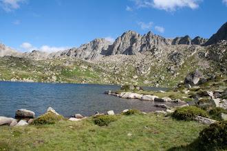 Photo: Andorra (Pessons): estany de les Fonts amb el pic de Ribuls