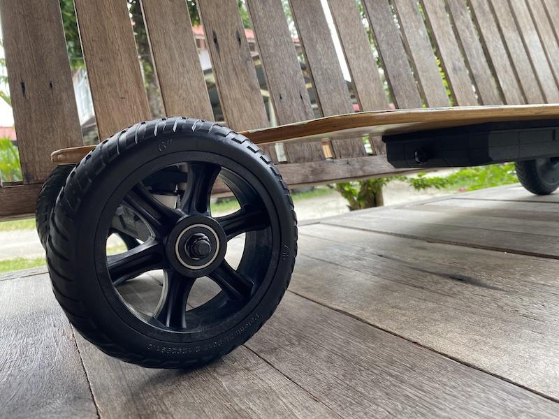 Maxfind M6 Drive Kit's sleek profile