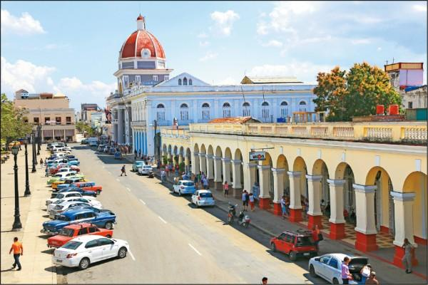 從文化宮高處眺望,乾淨街容讓人心曠神怡。