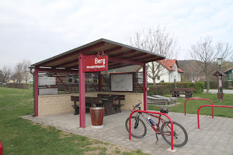 Photo: Pekné odpočívadlo pre cyklistov je v Bergu