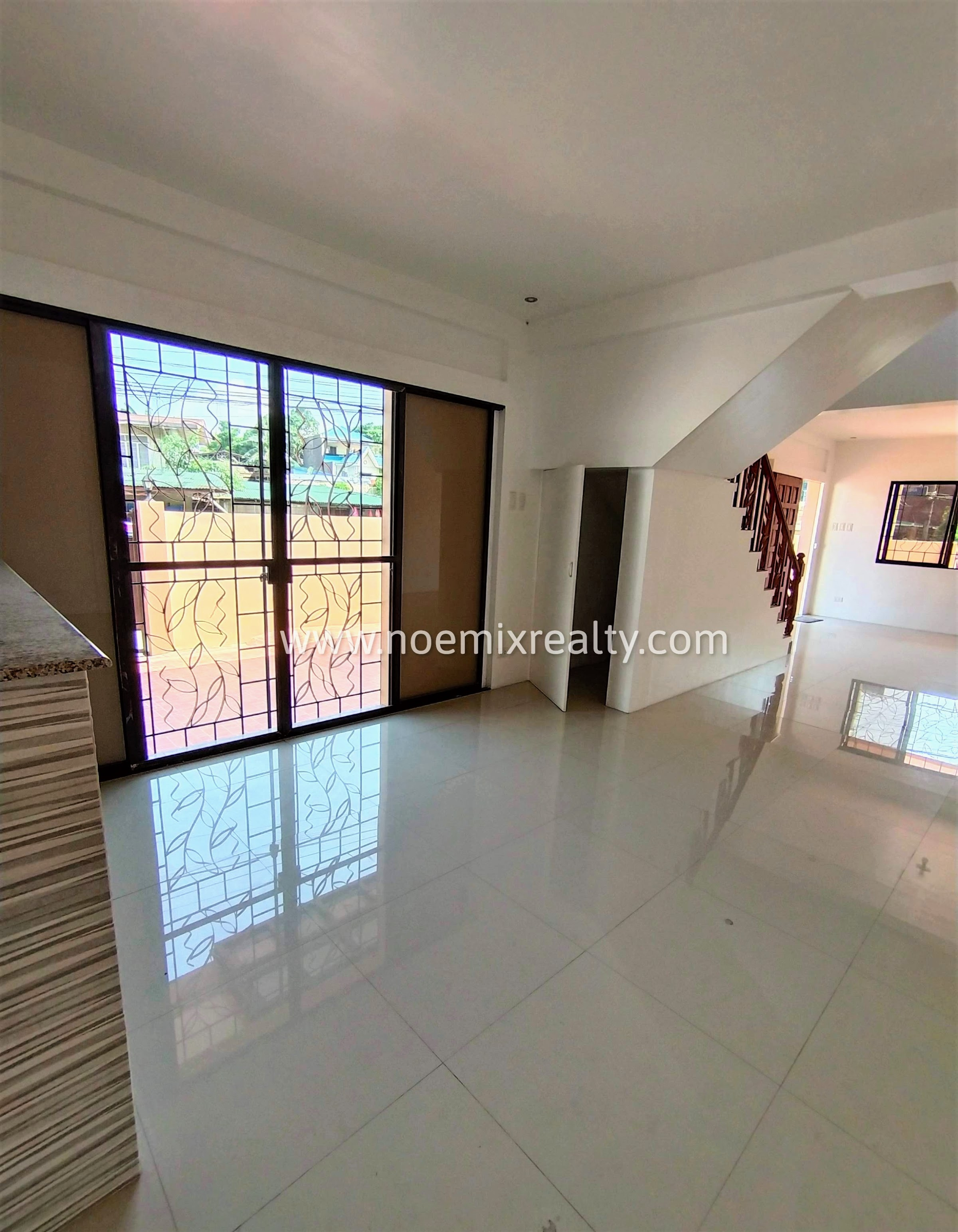 Corner house and lot in Tandang Sora Mindanao Avenue, Quezon City dining area
