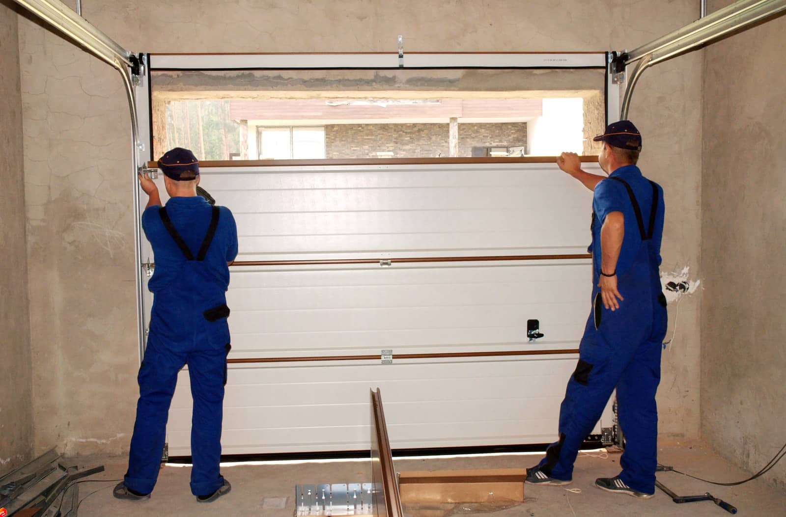 Garage Door Repair – Find a Company That Offers a Warranty