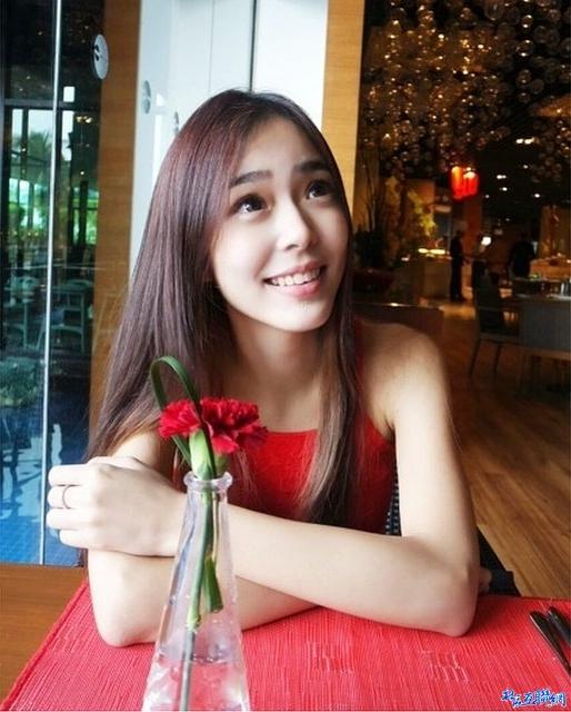 馬來西亞 糖份極高的「巧克力」女孩 笑容好甜阿!!!