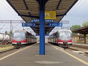 Photo: EN57-2036, Toruń Wschodni - Łódź Kaliska, i EN57-2064, Toruń Wschodni - Bydgoszcz Główna {Toruń Wschodni; 2014-05-13}