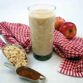 Apple 'N' Oats Smoothie for Health.