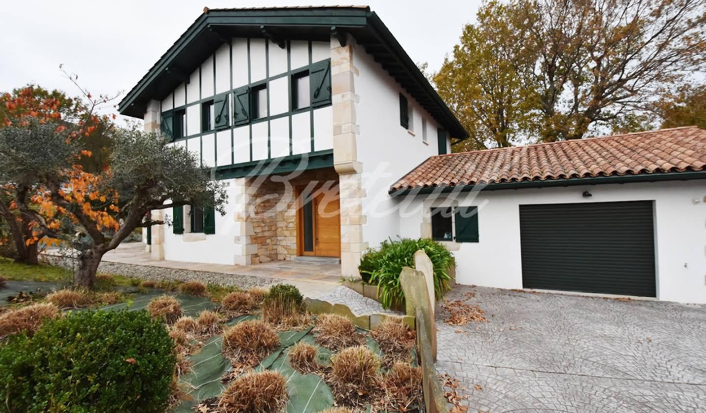 Contemporary house with garden Ascain