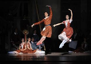Photo: WIENER STAATSOPER/ Wiener Staatsballett: LA SYLPHIDE - Ballettpremiere am 26.10.2011. Nachstellung der Originalversion durch Manuel Legris.  Roman Lazik & Nina Polakova. Foto: Barbara Zeininger.
