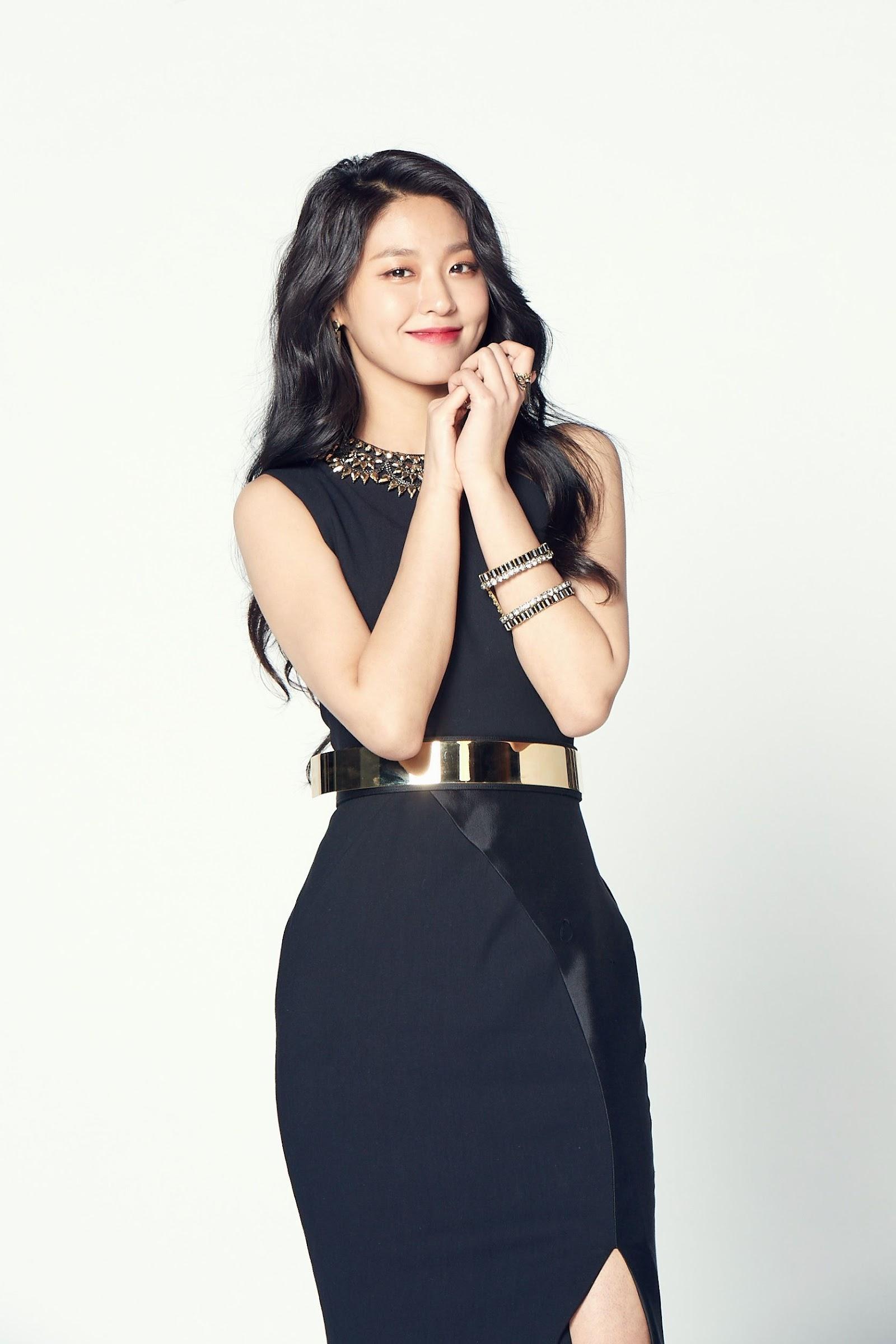 seolhyun black 1