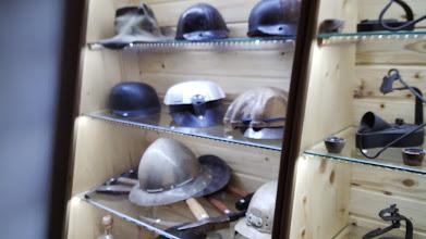 Photo: Prilby, helmy, aj mne pomohli nerozbiť si v bani hlavu