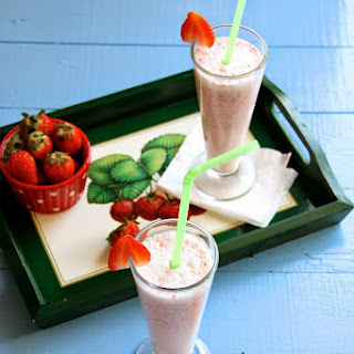 Healthy Strawberry Oats Milkshake