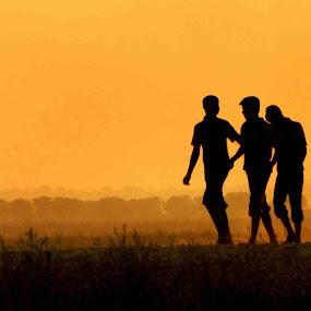 evening walk,,,,,,,,,,,,, by Avishek Mazumder - People Group/Corporate