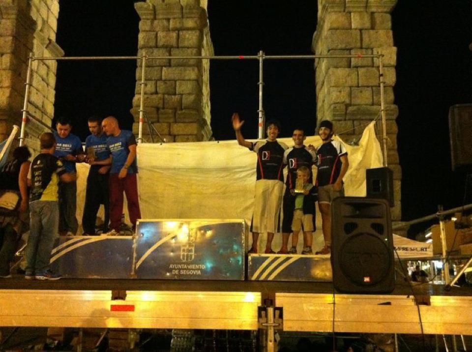 Photo: En el podio recibiendo el trofeo - Segovia - España