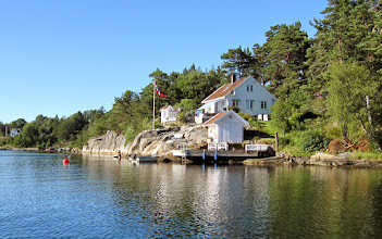 Photo: Tonje and Martin bought this cottage a few months after we sold ours on Veierland (an island). Here inside Frillestadkilen they are a short drive to Kristiansand where Tonje grew up and where we also lived from 1982 to 2009. Being on the main-land also means the cottage is easily accessible by car and bike (Martin is a keen biker) - at least in the summer.