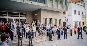 Representantes municipales durante el minuto de silencio.