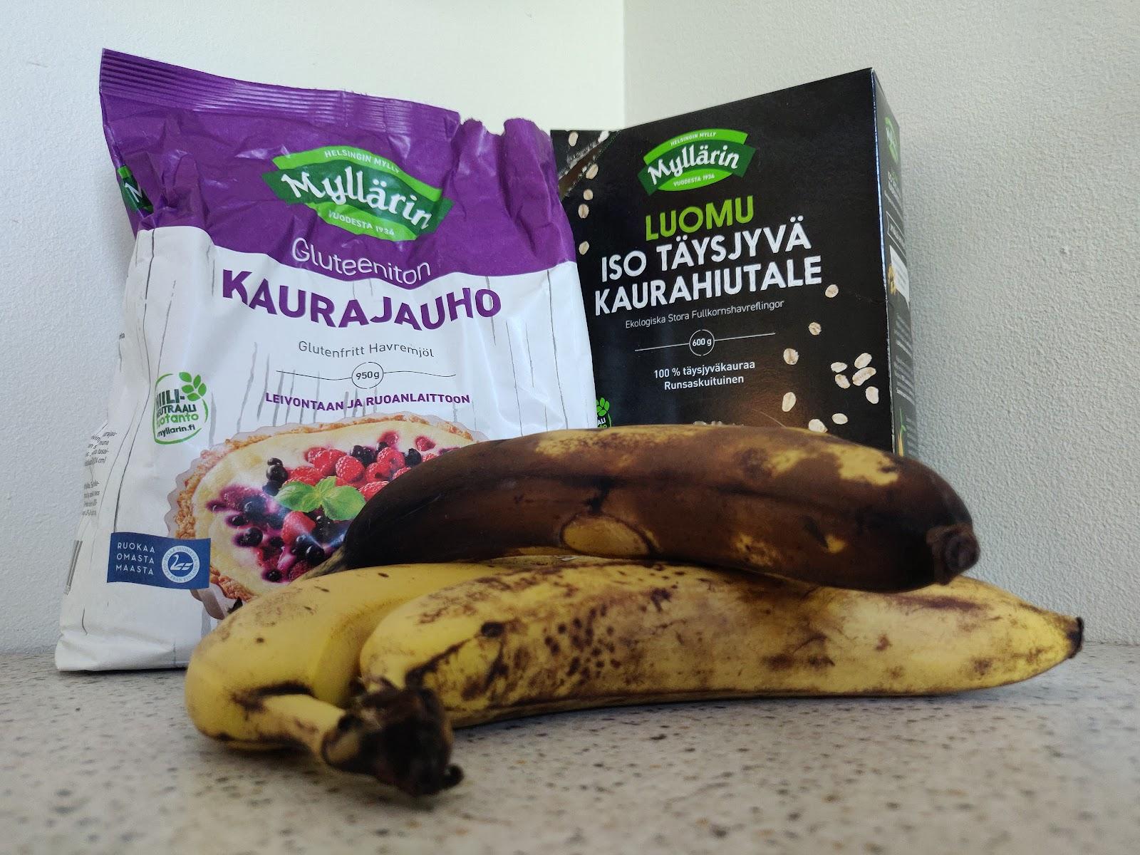 Myllärin Gluteenittomista Kaurajauhoista, Myllärin Isoista Täysjyvä Kaurahiutaleista ja banaaneista syntyy pohja banaanileivälle.