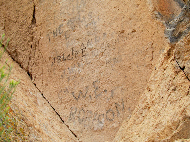 Axle grease inscriptions north of Painted Rocks