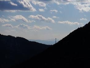 遠くに鈴鹿の鎌ヶ岳と御在所岳など