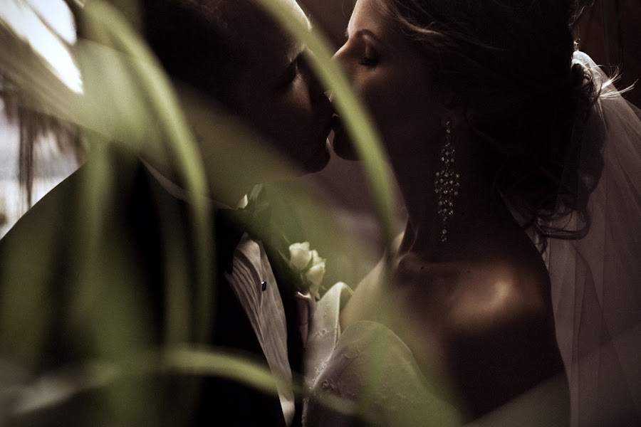 Wedding photographer Vasiliy Tikhomirov (BoraBora). Photo of 28.04.2015