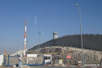 Photo: Passage de check point sur la route de Ramallah