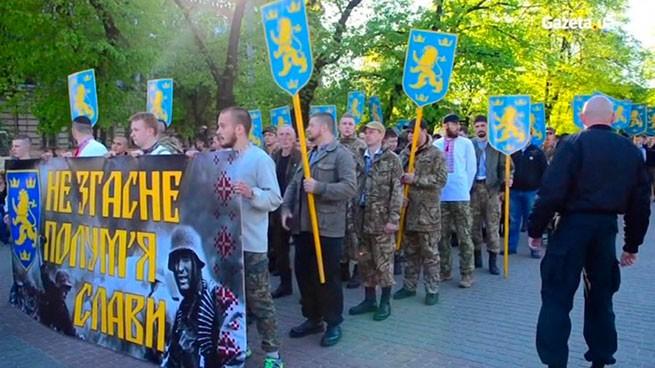 Partidarios nazis realizaron un desfile en el centro de Kiev