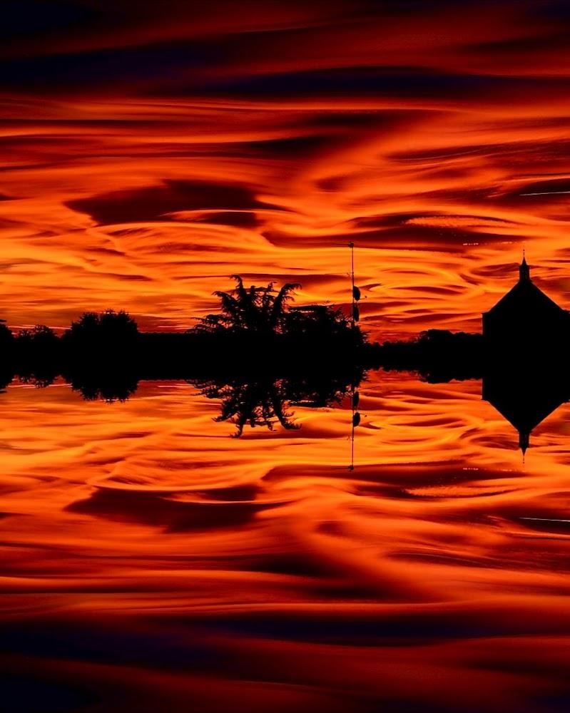 IL tramonto si specchia di Luca Mandelli