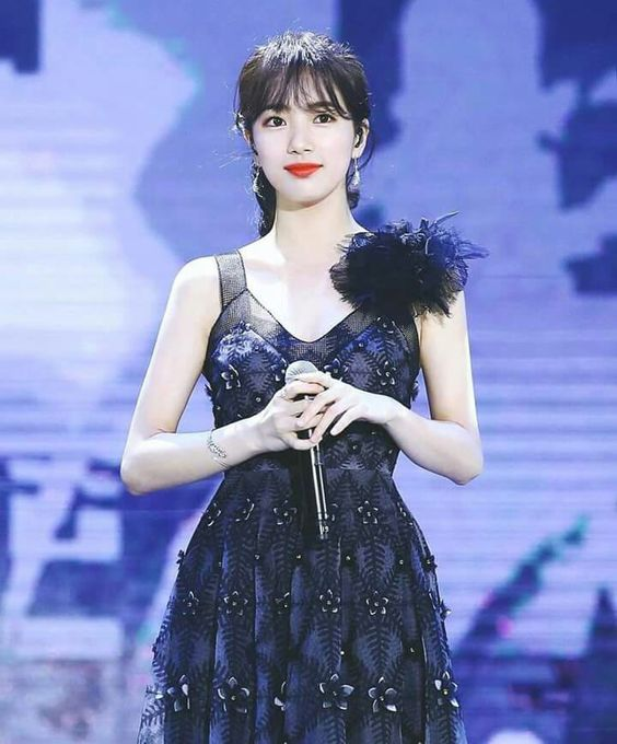 suzy gown 31
