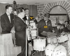 """Photo: 1959/60 spielten wir in einer Tanzband, """"R"""" Gitarre, ich Drums u. Vocal"""