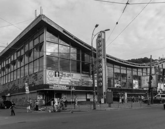 Киев, Подол, ул. Верхний Вал, 16, Житний рынок, современный вид. Сюда дошли повстанцы атамана Струка