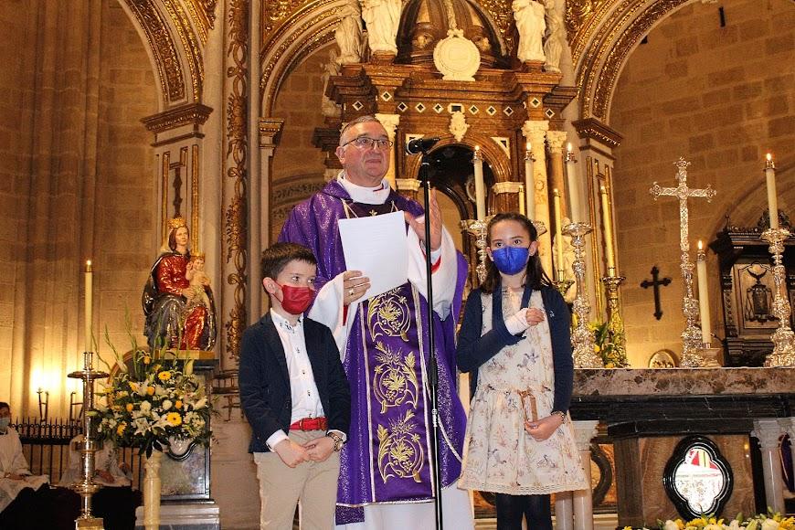 El obispo, Antonio Gómez Cantero, dirigiendo unas palabras tras su toma de posesión.