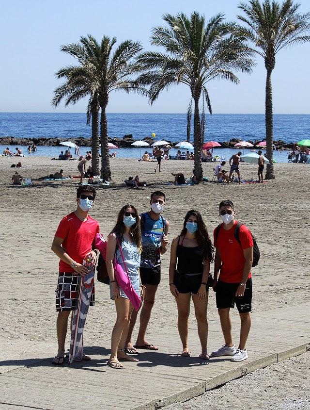 Amigos de Sevilla, Granada y Málaga en su llegada a las playas de Almería.