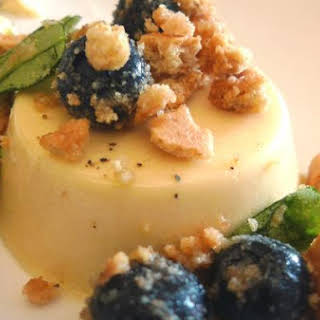 Honey Panna Cotta With Blueberries and Graham Crackers.