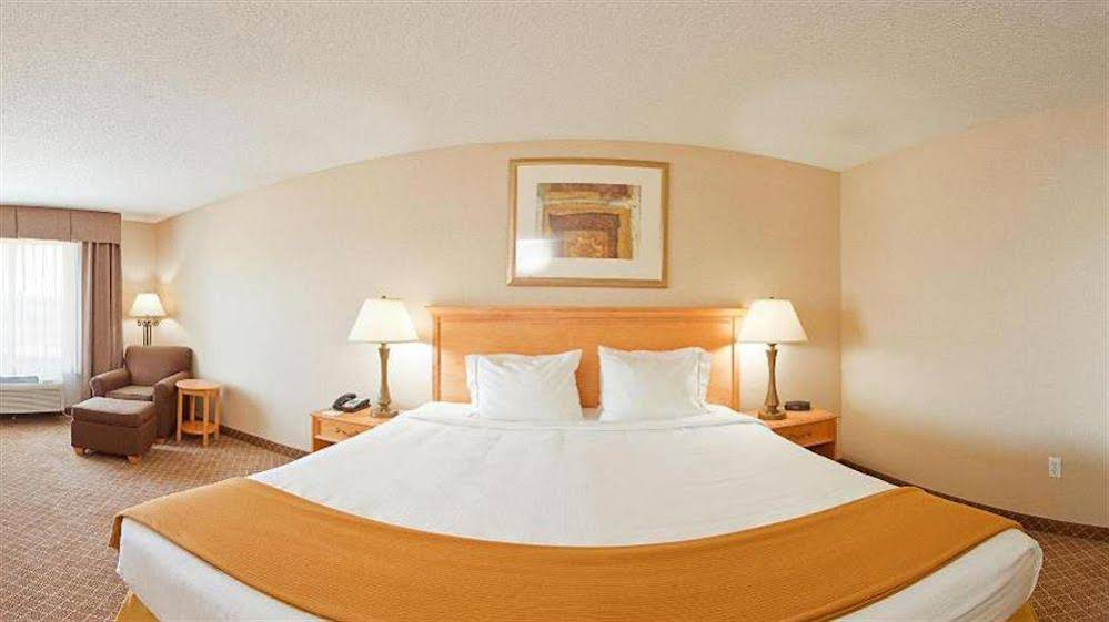 Holiday Inn Express and Suites Chesterfield