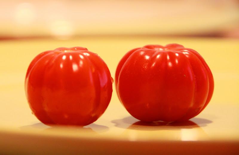 il rosso, la coppia, il cibo di fb