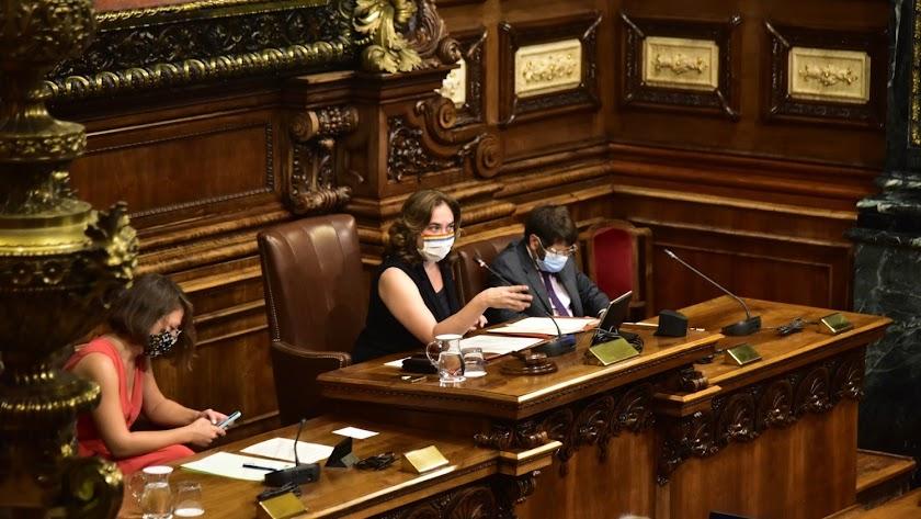 La alcaldesa Ada Colau, en el pleno sobre la monarquía del Ayuntamiento de Barcelona.