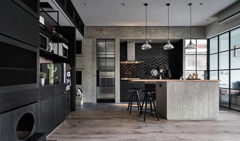 Los elementos interiores oscuros establecen el estado de ánimo en este apartamento en Taiwán