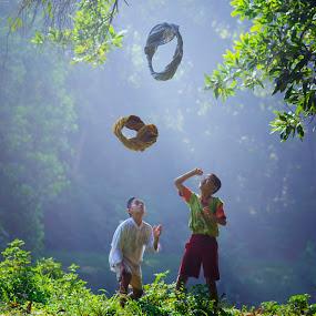catching sarong by Anton Subiyanto - Babies & Children Children Candids ( play, children, candid, game, kids, human interes )