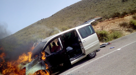 Arde una furgoneta mientras circulaba por la carretera de Retamar