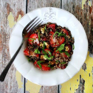 Strawberry and Spinach Quinoa Salad with Balsamic Vinegar (Vegan, Gluten-Free, Dairy-Free)
