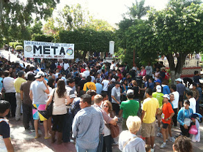 Photo: Crowds at the finish in downtown Ajijic