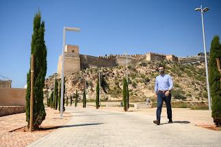 El alcalde, Ramón Fernández-Pacheco, recorriendo la zona de la Alcazaba