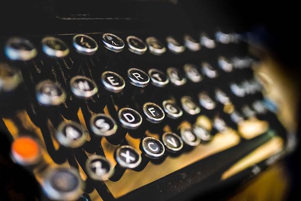 la macchina da scrivere... di simona cancelli