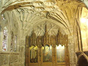 Photo: Hereford Cathedral the crypt).