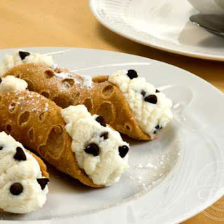 Bellino Chocolate Chip Mini Cannoli.