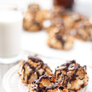 Coconut Macaroons With Dark Chocolate Drizzle