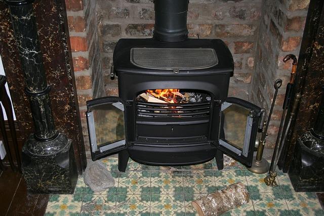 fireplace-195296_640.jpg
