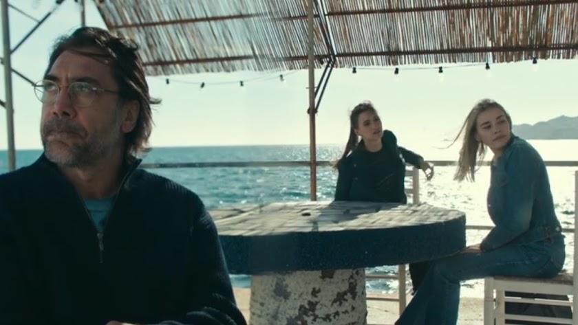 Javier Bardem en la Isleta del Moro, en un fotograma de Los Caminos que no Escogemos.