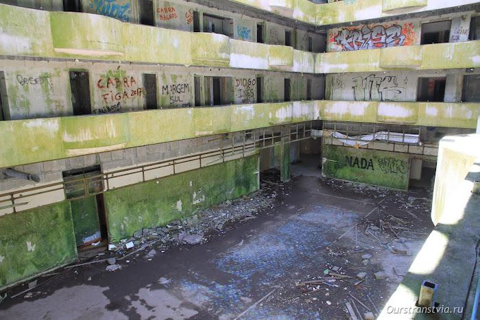Заброшенный отель на Сао Мигель
