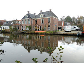 Foto: Mooie, oude huizen aan de overkant: Snakkerbuorren (Snakkerburen).