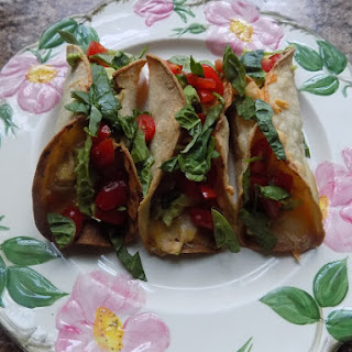 I love when an impromptu plan comes together (Baked buffalo chicken tacos).
