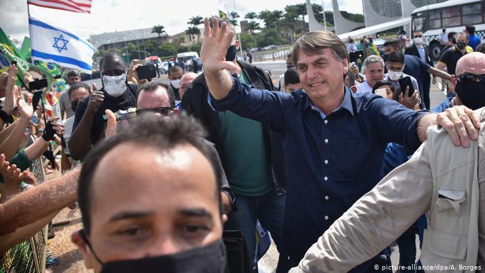 O teste positivo para covid-19 de Bolsonaro na imprensa europeia | Notícias  e análises sobre os fatos mais relevantes do Brasil | DW | 08.07.2020
